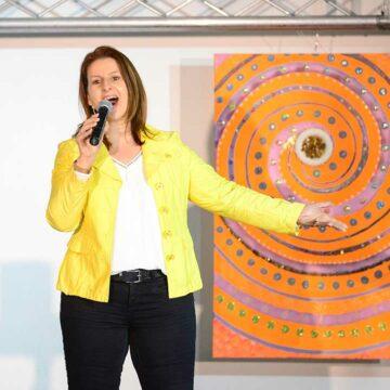 Sabine Reithofer singt auf Bühne